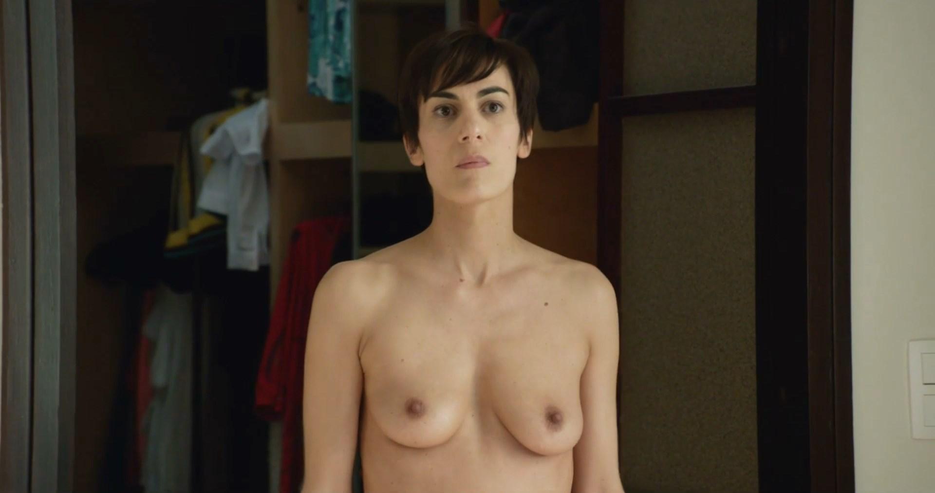 Tara Thaller  nackt